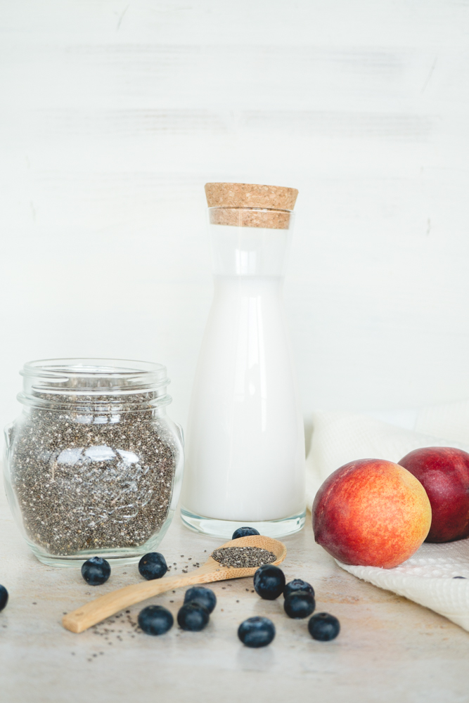 vegan peach & blueberry chia pudding 1