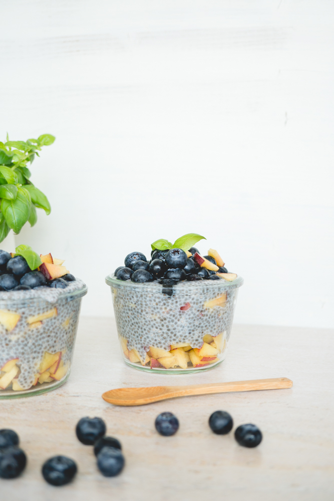 vegan peach & blueberry chia pudding 5