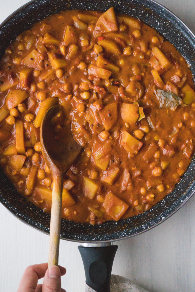 vegan potato and chickpea curry